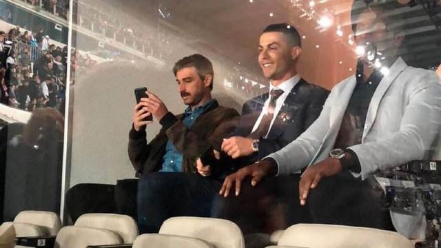 Torcedores tiraram fotos de Cristiano Ronaldo nas tribunas do Santiago Bernabéu