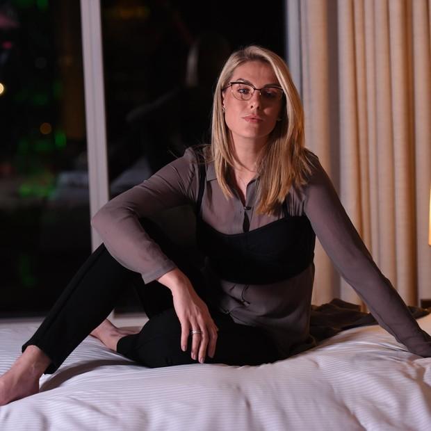 Ana Hickmann fotografa campanha de óculos (Foto: Lu Prezia/ Divulgação)