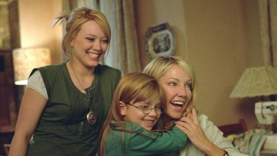 'Paixão de Aluguel': Hilary Duff passa de filha na ficção para mãezona na vida real