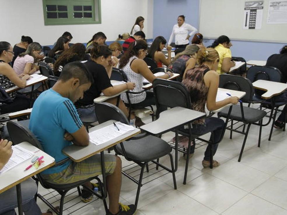 Candidatos fazem prova de concurso público em Belém (Foto: Camila Lima/O Liberal)