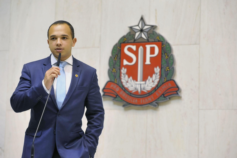 Justiça de SP determina que deputado Douglas Garcia entregue informações de dossiê contra opositores 'antifascistas'