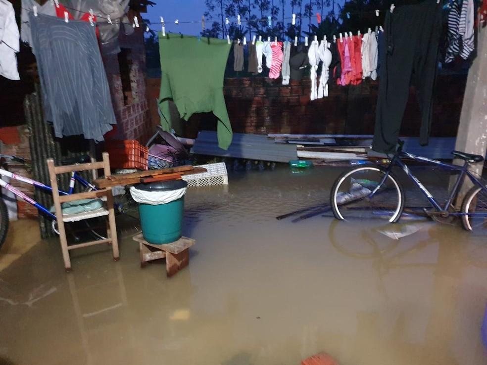 Residências foram alagadas em Praia Grande,SC, com chuva forte nesta terça — Foto: Defesa Civil municipal de Praia Grande/Divulgação