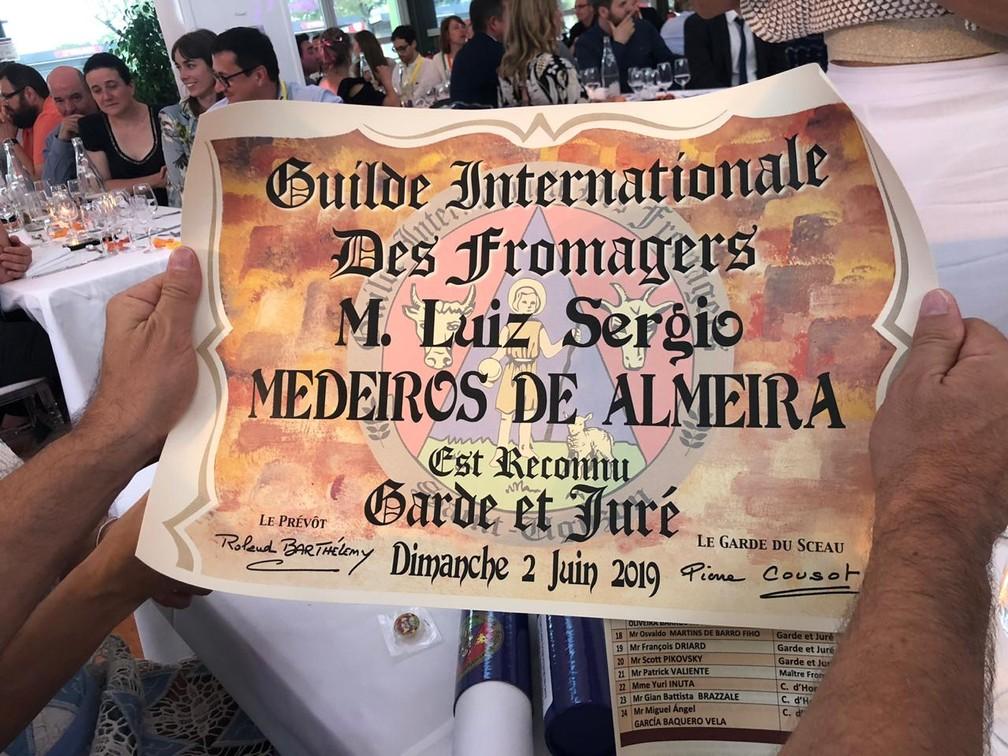 Representantes do Sul de MG foram homenageados em premiação na França — Foto: Divulgação/Queijos Cruzília
