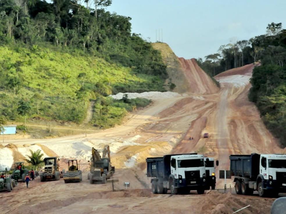 Trecho da BR-163 não era pavimentado — Foto: Leandro J. Nascimento / G1