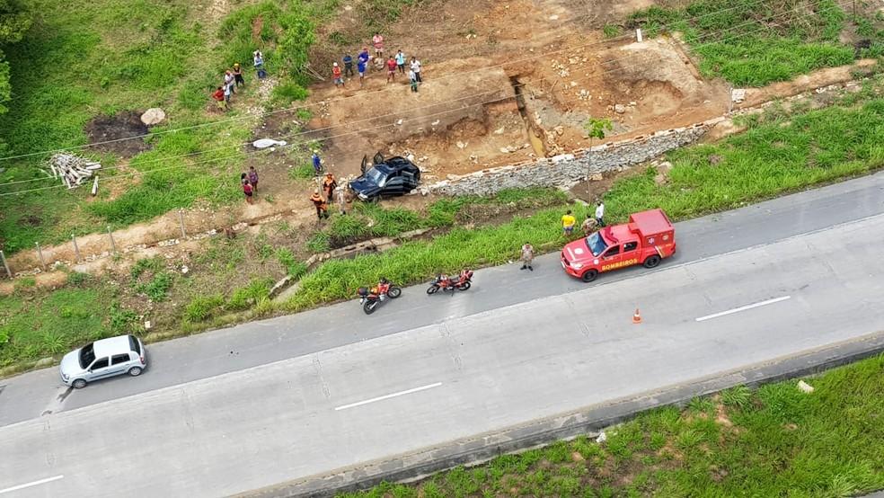 Feridos do acidente na BR-232, em Moreno, foram socorridos pelo Samu para hospital em Vitória de Santo Antão — Foto: PRF/Divulgação