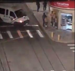 Quadrilha sitia Centro de Criciúma e faz reféns em assalto a bancos; VÍDEOS