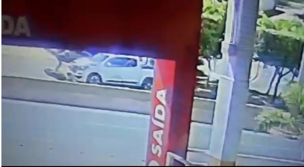 Câmeras de segurança registraram o atropelamento em Cuiabá — Foto: Divulgação