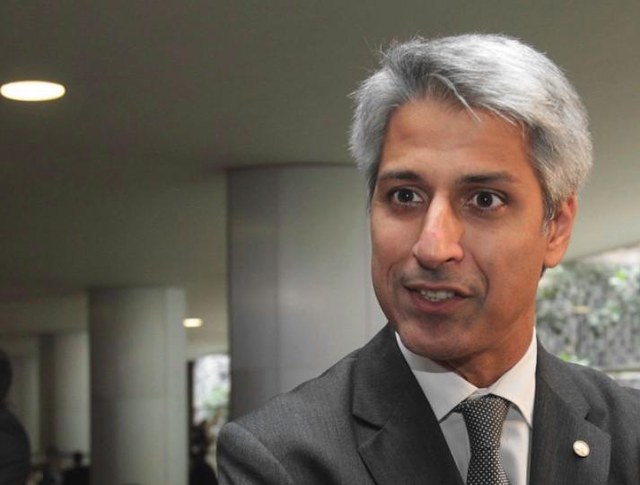 O então relator do Marco Civil da Internet, deputado federal Alessandro Molon (PSB-RJ), durante entrevista no salão verde da Câmara