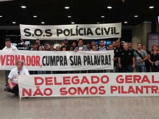 Policiais civis em greve fazem protesto no aeroporto de Fortaleza (Foto: Sinpol/Divulgação)