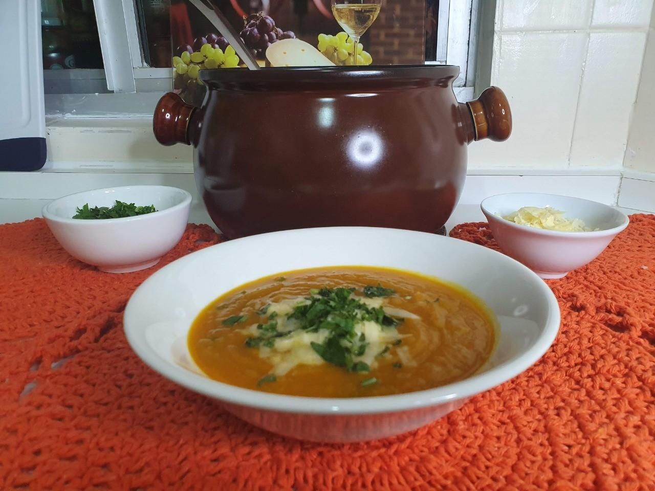 Cozinhando com Dulcinéia Novaes: saiba como fazer caldo de abóbora cabotiá