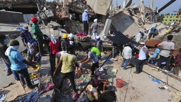 Colapso de prédio que abrigava fábricas e shopping em Bangladesh foi o maior acidente industrial do século 21 (Foto: Reuters via BBC)