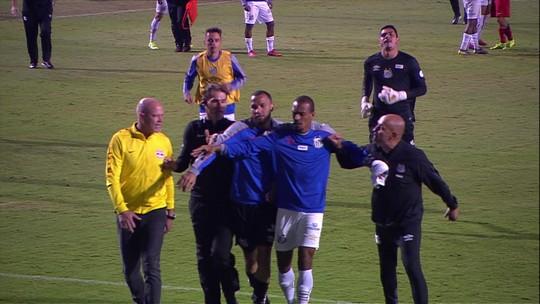 "Sampaoli discute com Antônio Carlos Zago, mas minimiza: ""Termina no campo""; veja o vídeo"
