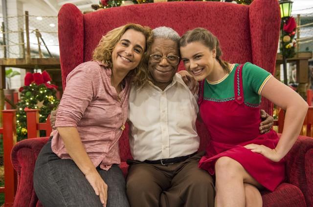 Maria de Medicis, Milton Gonçalves e Alice Wegmann (Foto: Estevam Avellar/TV Globo)