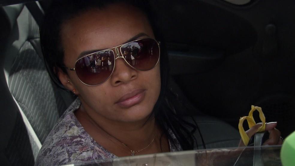 Carla Maria é mãe de jovem atacada com ácido sulfúrico no Recife — Foto: Reprodução/TV Globo