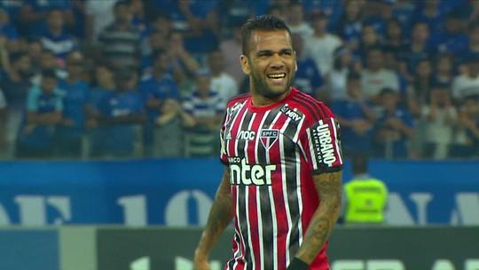 """""""Seleção SporTV"""" debate sobre posicionamento de Daniel Alves no São Paulo"""