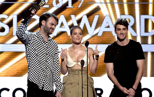 Alex Pall do The Chainsmokers, Halsey, e Andrew Taggart também do The Chainsmokers