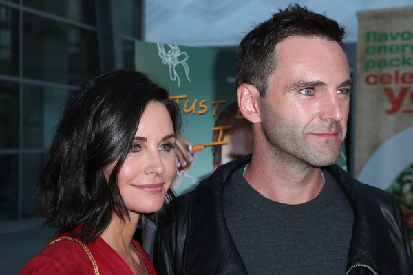 A atriz Courteney Cox e o músico Johnny McDaid (Foto: Getty Images)