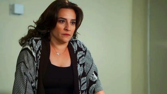 Aline humilha Letícia na frente dos pacientes: 'Sua pervertida!'