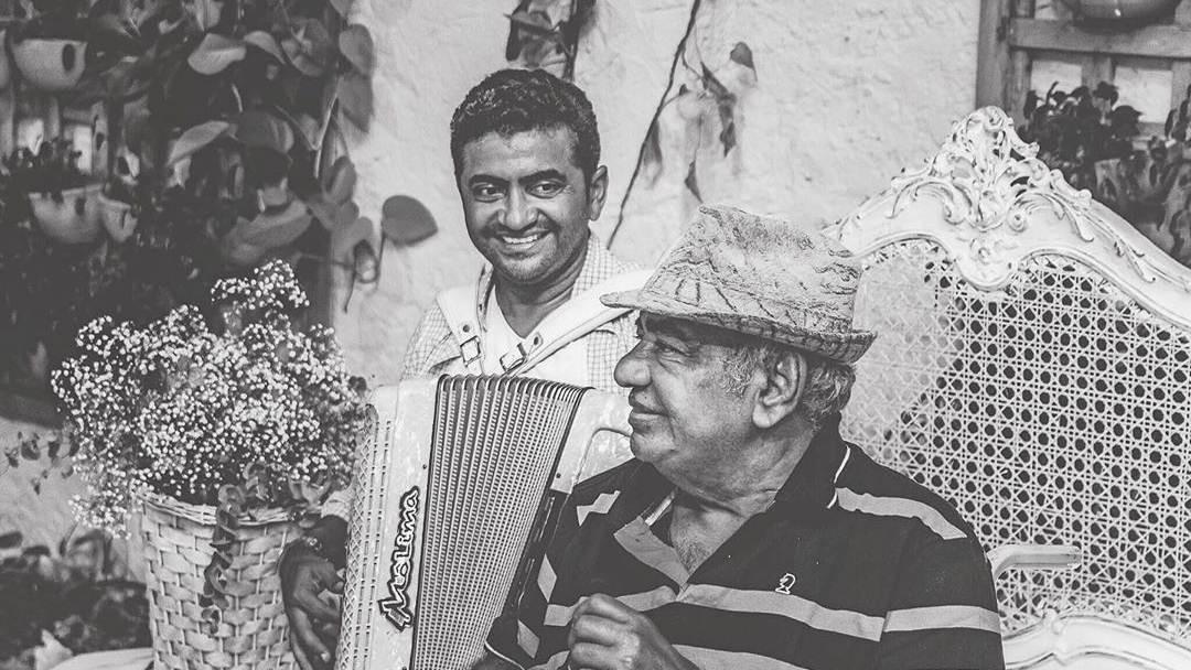Pinto do Acordeon deixa legado musical entre os filhos: 'mais do que filho, eu era fã', diz Mô Lima