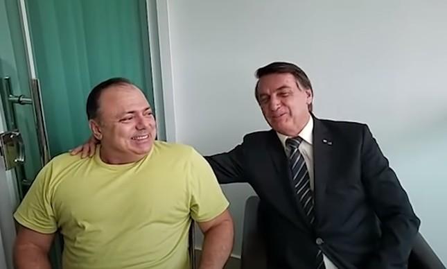 Presidente Jair Bolsonaro participou de live com o Eduardo Pazuello sem máscara quando o então ministro da Saúde estava contaminado com o coronavírus, em outubro de 2020; na transmissão, Pazuello disse a famosa frase 'um manda e o outro obedece'