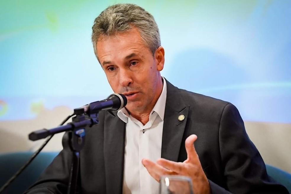 Deputado estadual Gil Vianna, de 54 anos, estava internado em hospital de Campos, RJ, mas não resistiu à Covid-19 — Foto: Reprodução Facebook