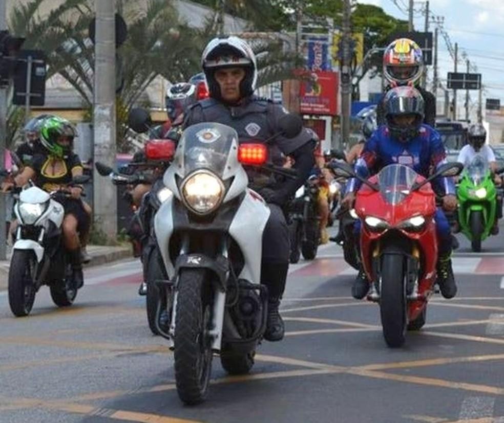 Grupo de motociclistas 'super-heróis' em carreata pelas ruas de Sorocaba — Foto: Arquivo pessoal