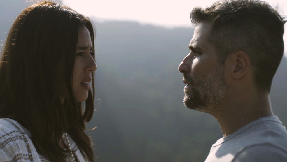 Laura e Gabriel ficam cara a cara no orelhódromo de Serro Azul, em 'O Sétimo Guardião' — Foto: TV Globo