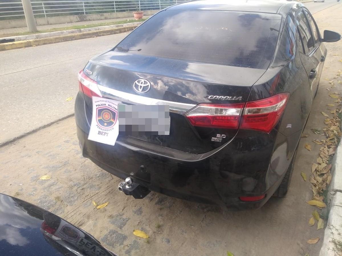 Bepi apreende espingarda, placas e cinco carros clonados, em Gameleira