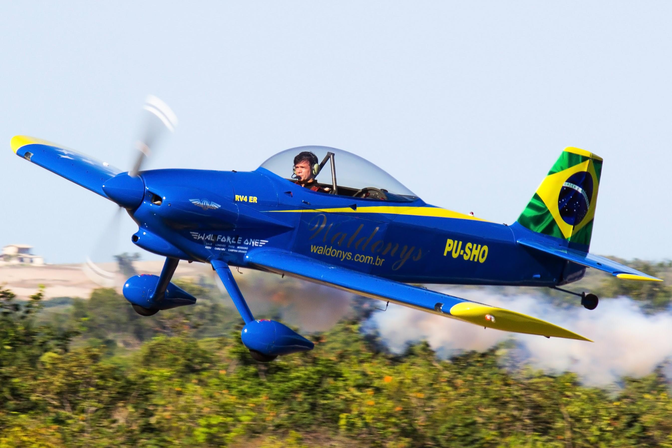 Com presença de Waldonys, evento reúne aeronaves de pequeno porte na Grande Natal