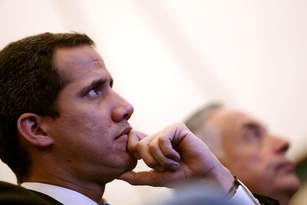 Líder da oposição e presidente da Assembleia Nacional, Juan Guaidó, participa de reunião em Caracas, na quinta-feira (16)   — Foto: Manaure Quintero / Reuters