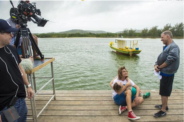 Jorge Fernando com Rafael Vitti e Isabelle Drummond (Foto: TV Globo/João Cotta)