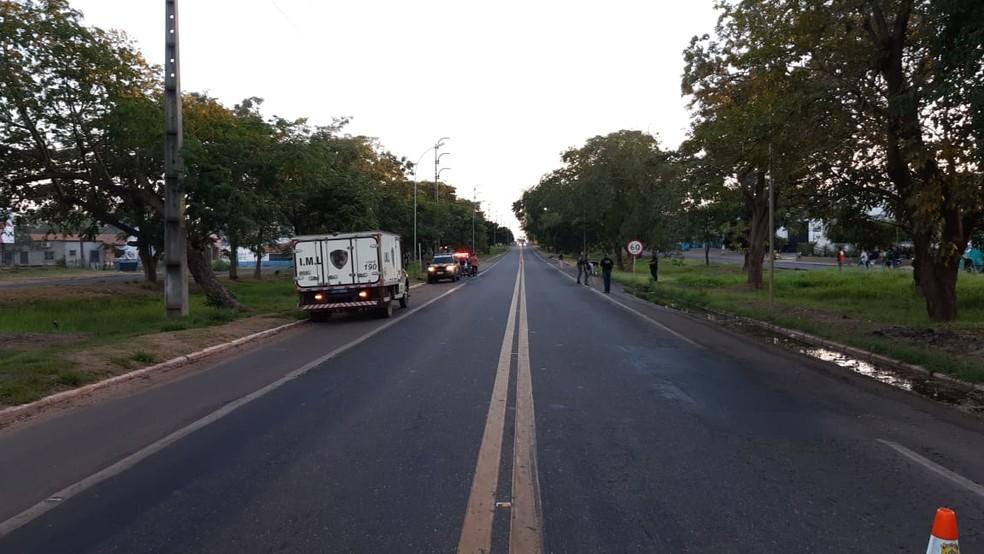 Condutor do veículo fugiu do local sem prestar socorro, mas deixou vestígios que possibilitam a identificação. — Foto: Reprodução/ TV Mirante