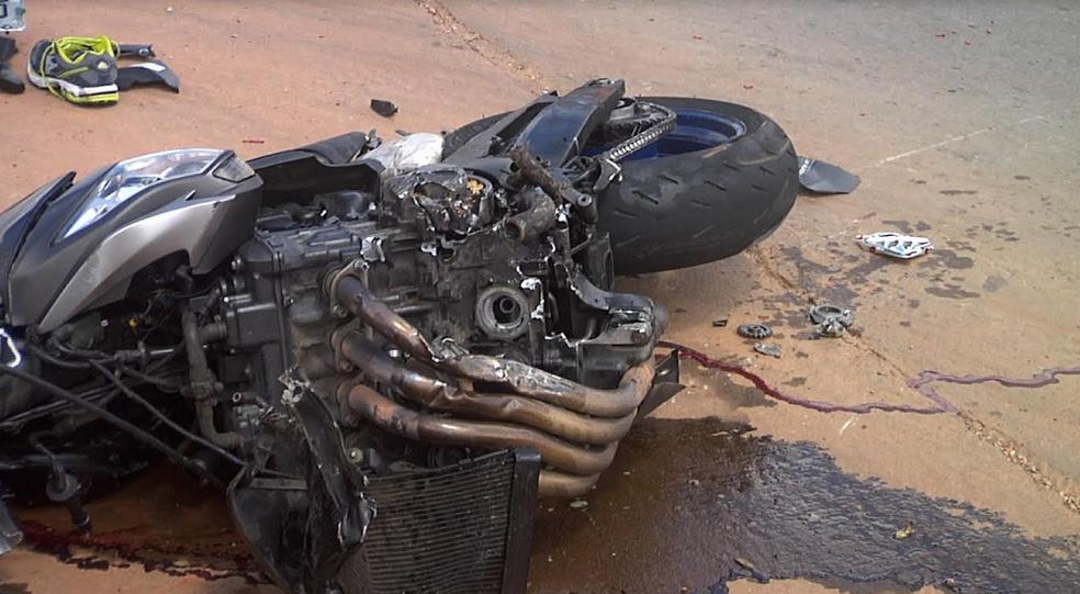 Motociclista não resistiu aos ferimentos em acidente na BR-020 no Ceará (Foto: Leandro Silva/TV Verdes Mares)