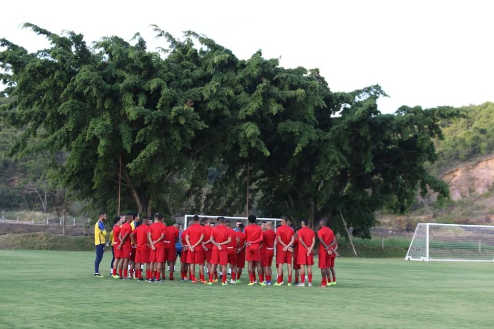 Jogadores do Náutico durante reapresentação — Foto: Marlon Costa / Pernambuco Press