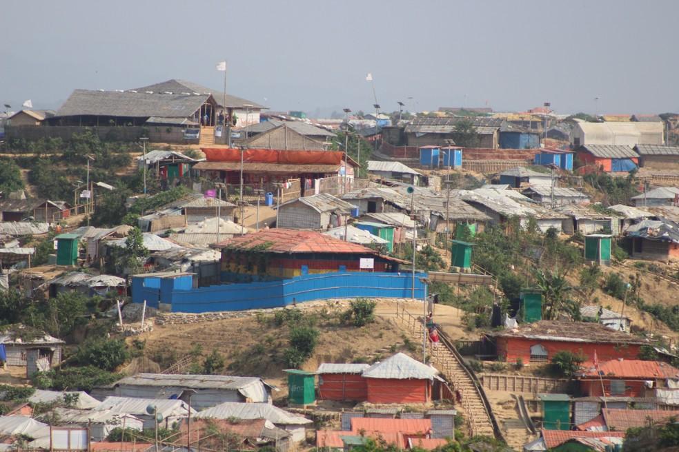 Abrigos criados em campo de refugiados para o povo rohingya — Foto: Marília Marques/G1