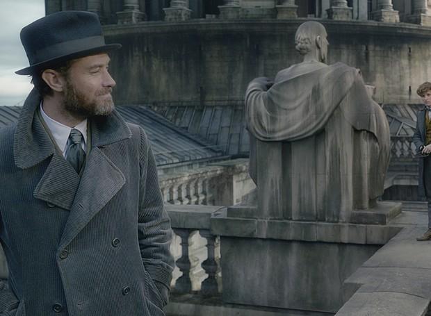 Os personagens viajam a Paris. O diretor do longa já revelou que os próximos episódios da saga acontecerão em cidades espalhadas pelo mundo (Foto: Warner Bros/ Reprodução)