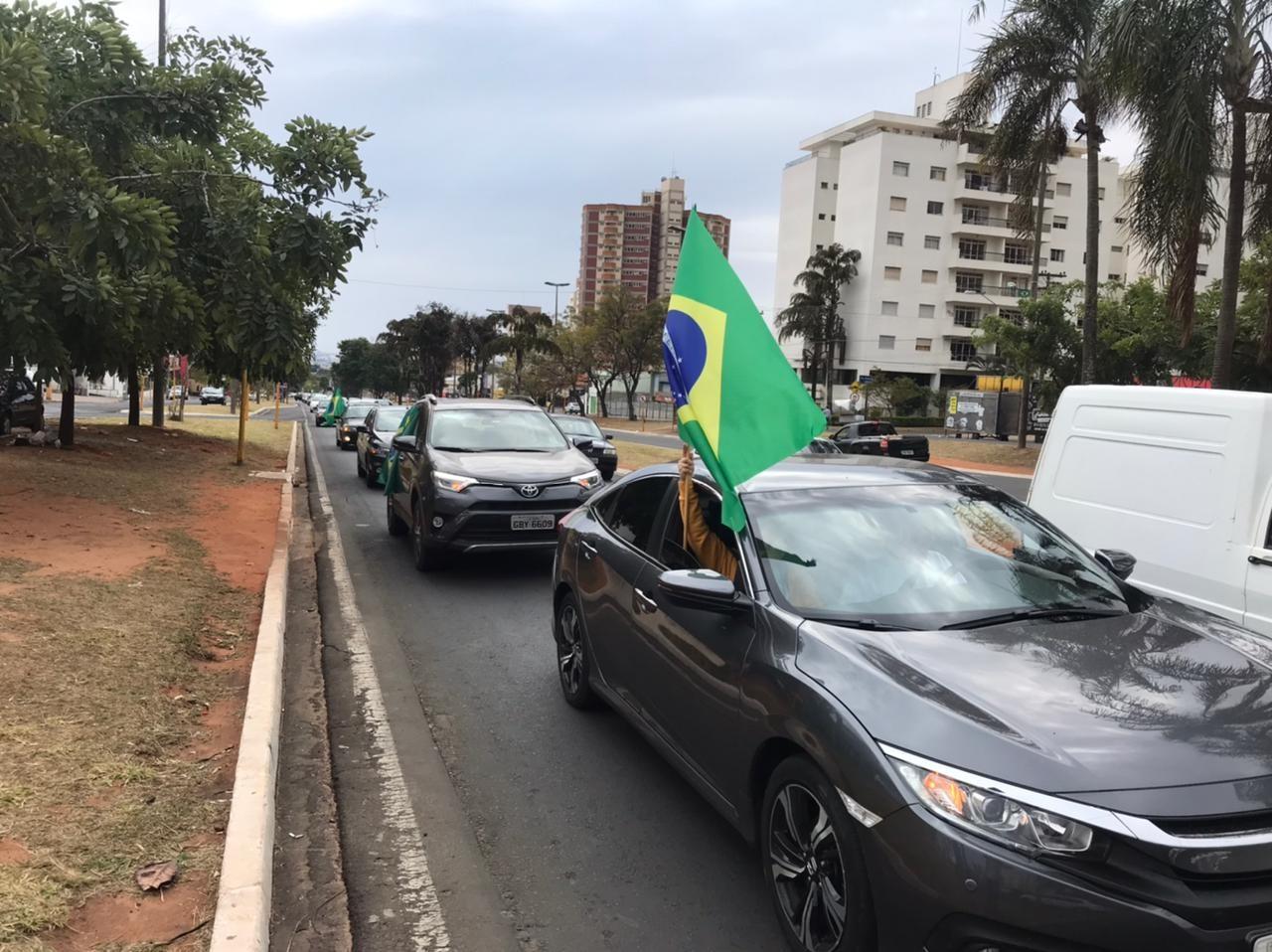 Manifestantes promovem carreata em Bauru a favor do voto impresso