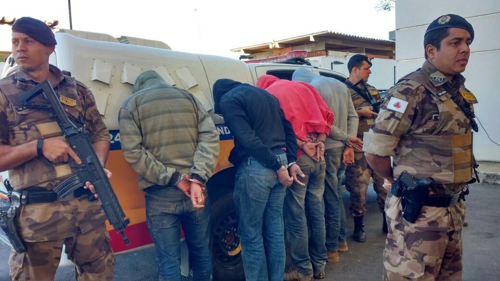 Homens foram presos suspeitos de estarem monitorando cidades do Norte de Minas (Foto: Juliana Peixoto/G1)