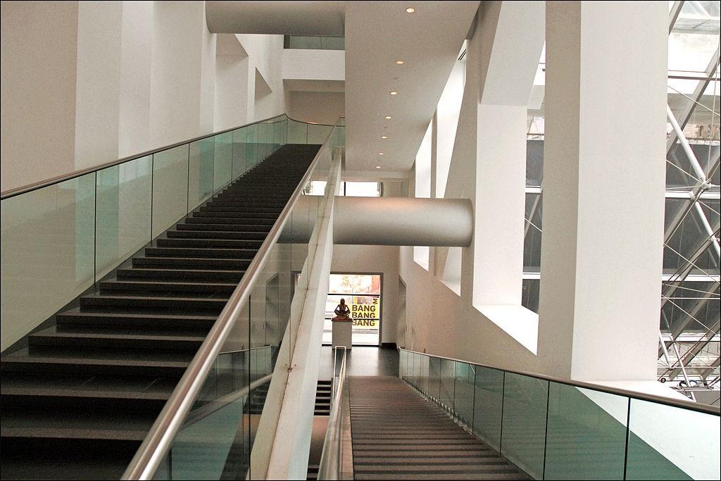 Escadaria da sessão moderna do Museu de Belas Artes de Montreal  (Foto: Jean-Pierre Dalbéra/Wikimedia Commons)