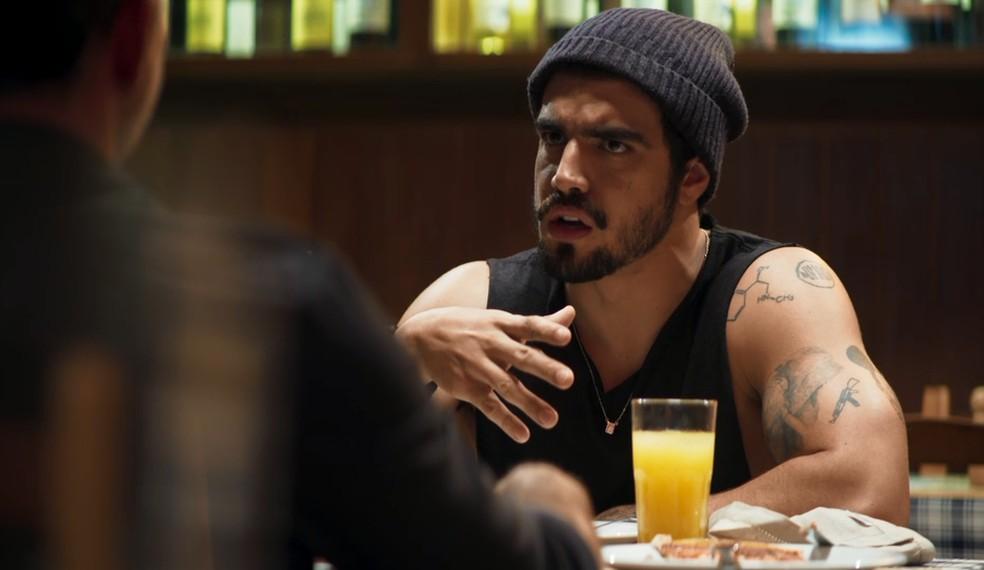 O lutador pede patrocínio ao empresário — Foto: Globo