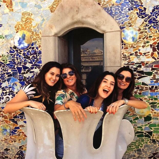 Fátima com Patricia Rocha e as filhas Beatriz e Laura (Foto: Reprodução)