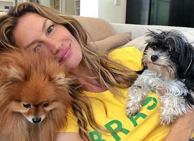 Gisele Bündchen torceu para o Brasil na copa, junto aos pets (Foto: Instagram/ Reprodução)