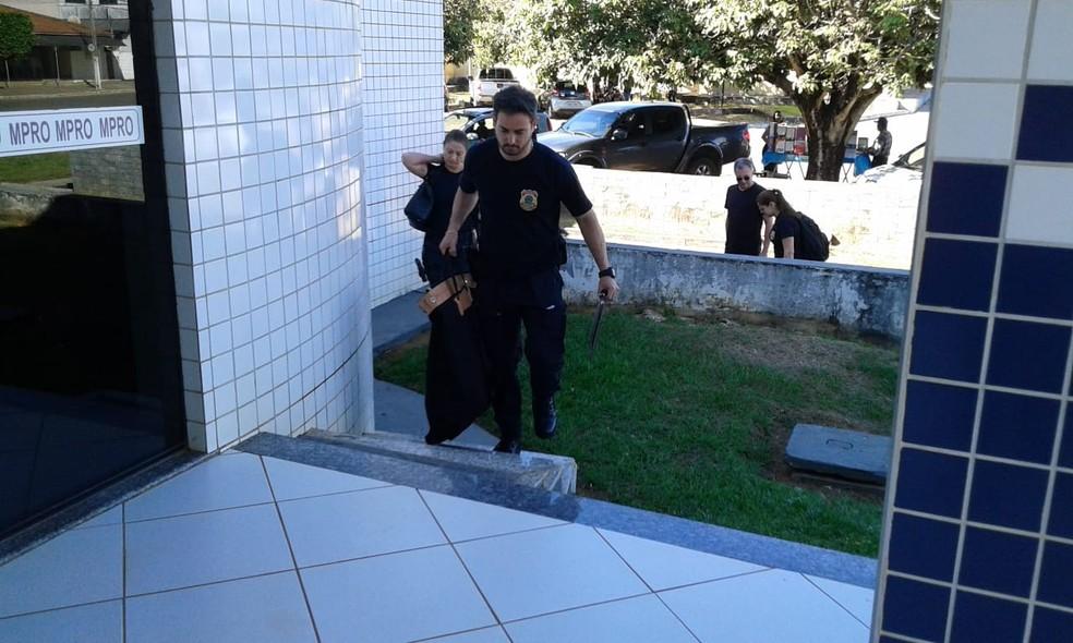 Foram cumpridos 13 mandados de busca e apreensão e 40 policiais federais participam da ação no estado (Foto: Rinaldo Moreira/ G1 )