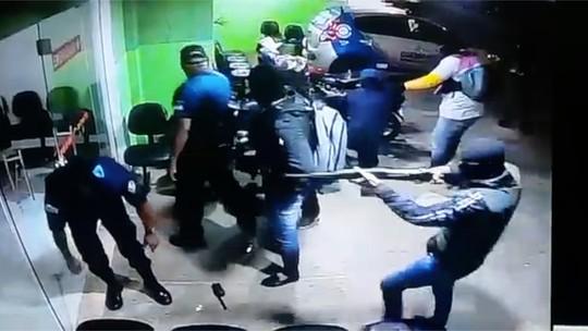 Vídeo mostra quadrilha rendendo guardas municipais antes de atacar banco no RN