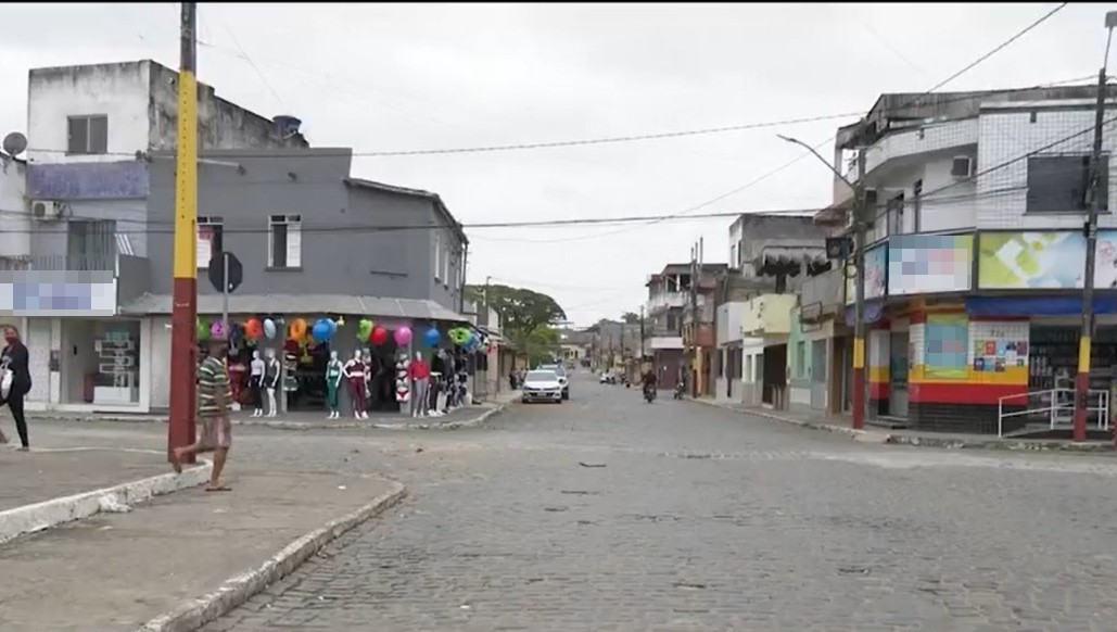 Jovem de 24 anos é abandonada em estrada de terra após ser sequestrada no sul da Bahia; quatro suspeitos são procurados