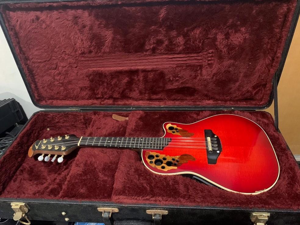 Entre instrumentos e equipamentos de som, Fábio colocou à venda 11 itens. — Foto: Fábio Amaral