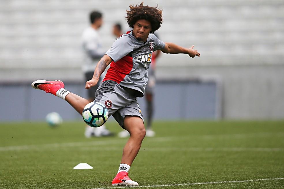 Felipe Gedoz deve começar como reserva no Atlético-PR (Foto: Gazeta do Povo/Albari Rosa)