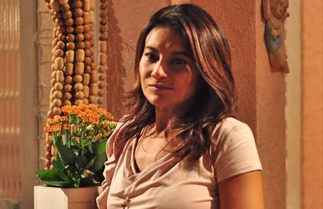 Dira Paes foi Celeste, comadre e melhor amiga de Griselda. Ela sofria por não ter coragem de denunciar o marido para a polícia por violência doméstica TV Globo