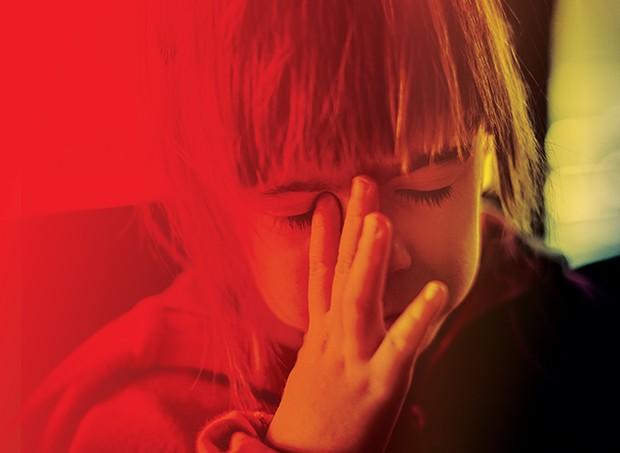 Criança com enxaqueca (Foto: Criança com enxaqueca (Foto: Ivan Jekic / Gettyimages))
