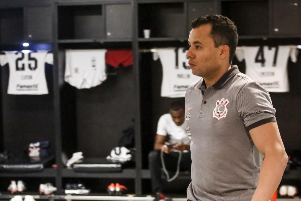 Técnico Jair Ventura no vestiário do Corinthians antes da partida contra o Flamengo — Foto: Rodrigo Gazzanel/Ag.Corinthians